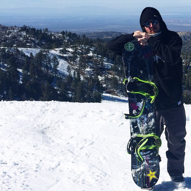Pro Skateboarder @greglutzka gets some turns in @mthighsnow on a new pair of DS binders. Photo by