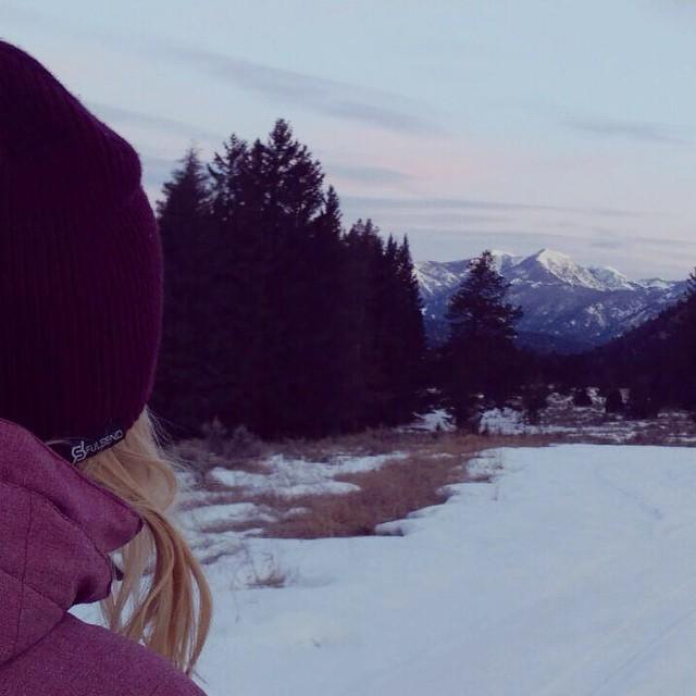 #montana #sunrise #fulsend #beanie @zayjmad191 @hollymkey #bigsky #bozeman #montuckycoldsnacks #ilovethemountains #earnyourturns #JustSendIt #flylow