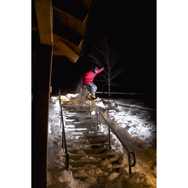 Smokin rider #AlexDosSantos on the Northstar- Killington express, studying law during the day, heavy pressing during the nights. #forridersbyriders #handmadelaketahoe