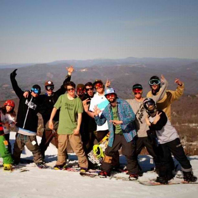 No matter what your doing and where you are, hope your having fun with the homies! #happyshredding #stzlife #mystz #snowboarding #shrednc #therightcoast #profesionaloutsider #bco #beechmtn