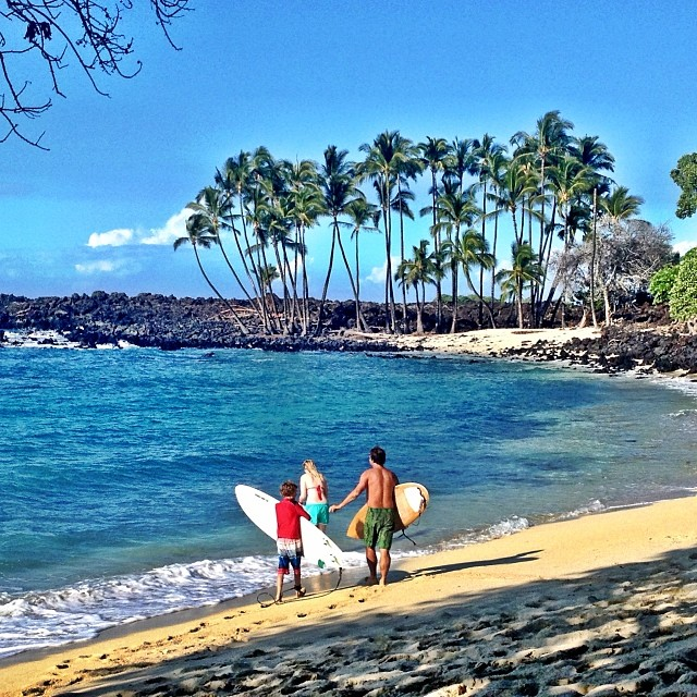 Just finished a splendid surf and I'm having a picnic and couldn't resist snapping a pic of paradise - love seeing families surf together!  #familyrules #holidayfun #hawaii