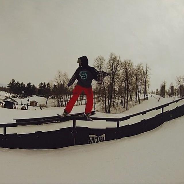 @davidwhelen #greasingrails #madriver #groms #JustSendIt #teamrider #parklaps #skiing #sendit