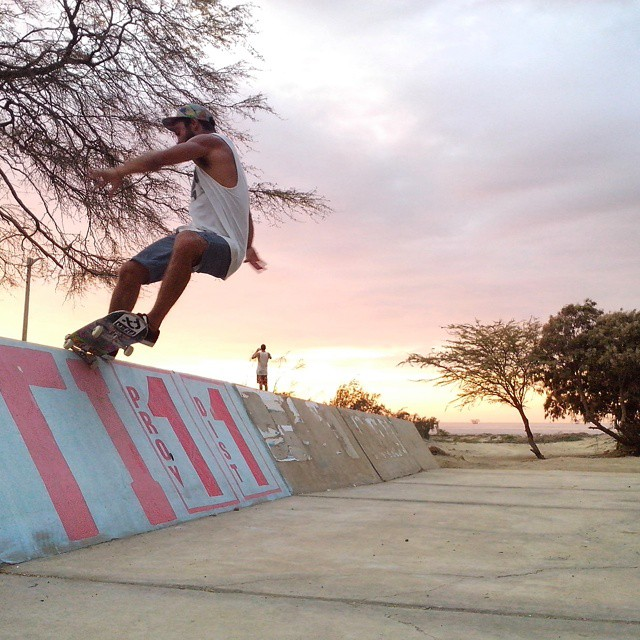 Seba Franco nos manda esta postal desde peru, patinando unos planos muy dificiles!  #ufit  #ufitargentina  #skateboarding  #skate  #skateboard  #sk8 #front #fiveo