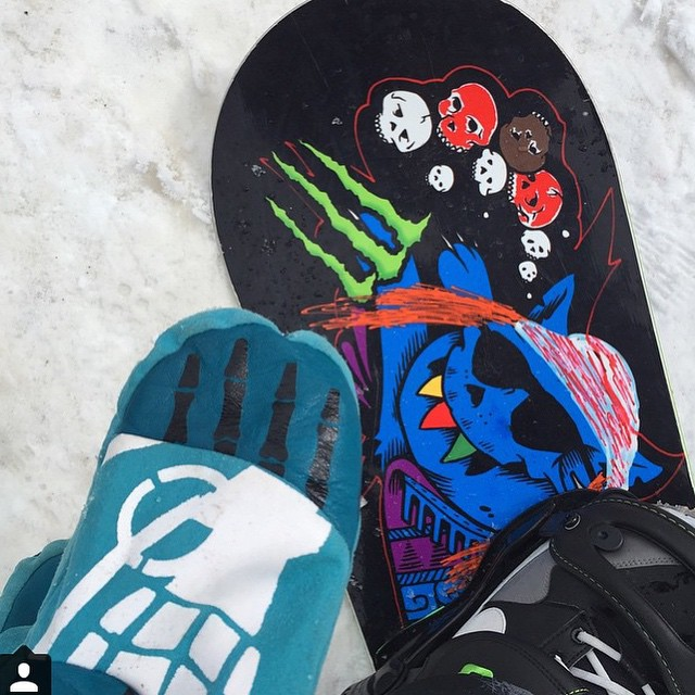 @thedingoinsnow rides the #BonesMitt. Get to your local shop to see how you can join the fight against conformity!