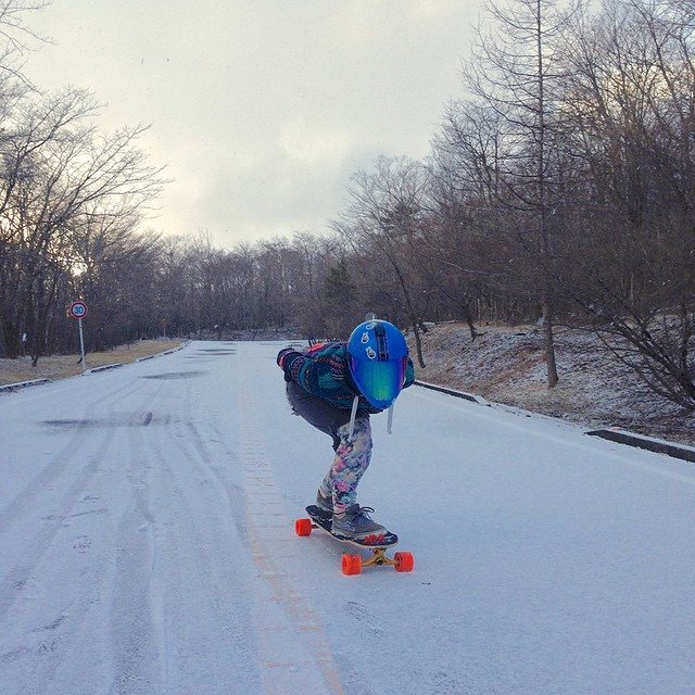 Our #lgcjapan ambassador @pitufimin skates in every weather condition! Go to www.longboardgirlscrew.com and check the video she did introducing the Japanese crew members. Watch and be amazed by how our passion brings us together no matter where we're...
