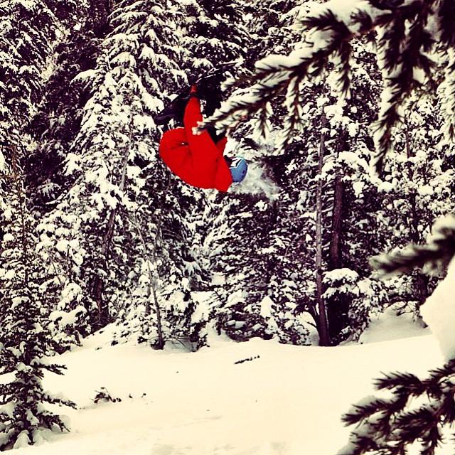 Disfrutando de la nieve de @mammothunbound Jero Roman en plena intoxicación espiritual @keepjero #TrueToThis #VolcomSnow