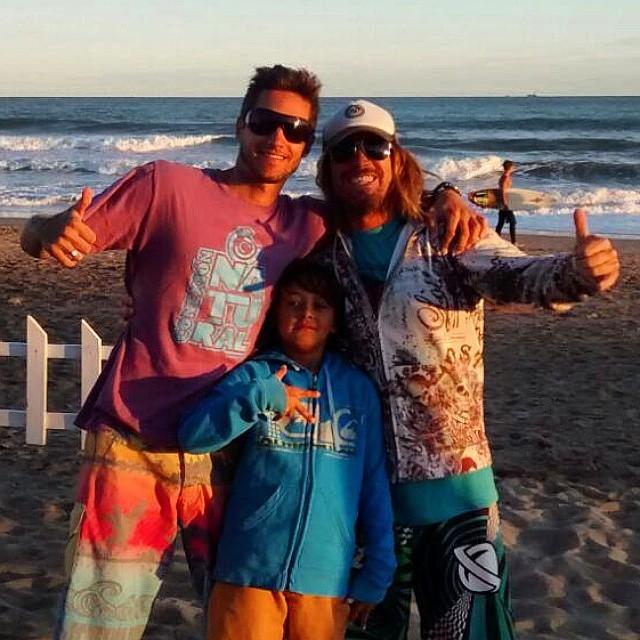 A meterle buenas vibrasss a este día grisss!! Beach in QQN! Con el brodi Santi!! .:Conexión Natural:. #BEACH #SUMMER #QUEQUEN #ARGENTINA #FRIENDS #BRO #SURF #TRIP #TRANKASTYLE #CONEXIONNATURAL #KNEWTON