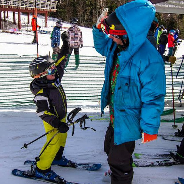 We love High Fives, don't you? Waylon Lowe and #highfivesFOUNDER Roy Tuscany giving stingers up high at @sugarbush_vt