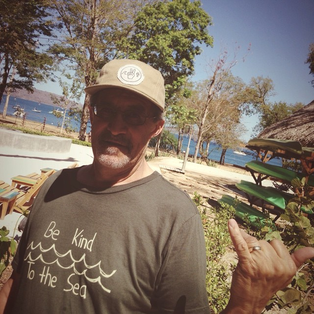 Pura vida Shaka \\m// •• Be Kind Vibes from Costa Rica •• Photo sent to us from Tribe Journeymen @doslucero. His pops spreading the vibes in our new 5 panel eco camper hat, and the men's To the Sea tee. Both pieces made in the USA from sustainable, eco...