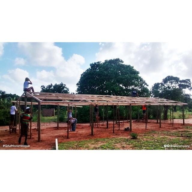 QA @amozambique 5 días de construcción, Aulas de 6x6 mts, Educación PARA siempre en ÁFRICA. #QuienSabedeActitud #Educación #QAaMozambique www.QA.com.ar