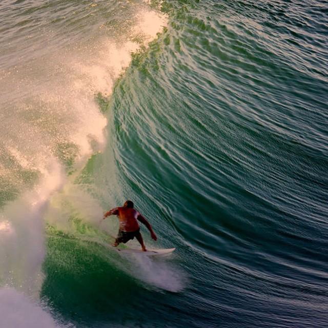#JuevesDeOlas  Uluwatu – Bali La isla de Bali, en Indonesia es todo un paraíso para el surf, dicen que los dioses que la habitan la moldearon para que ofreciera la cantidad y calidad de olas que tiene. Uluwatu es quizá la ola más famosa de la isla,...
