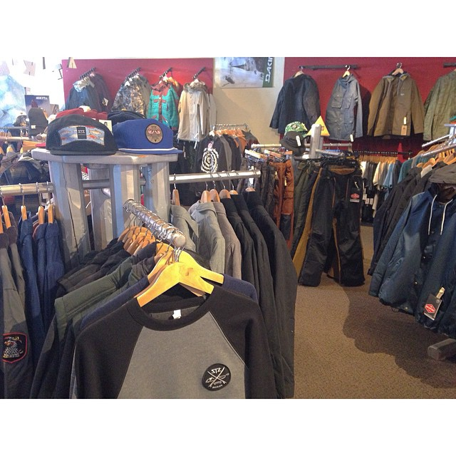 Be sure to stop in THE CAGE @woodwardcopper | we restocked them with some proper new gear! Ready to get back out there for summer camp | #stzlife #colorado #woodward #copper #snowboard #skateboard #summercamp #thecage #coppermtn #happyshredding @coppermtn