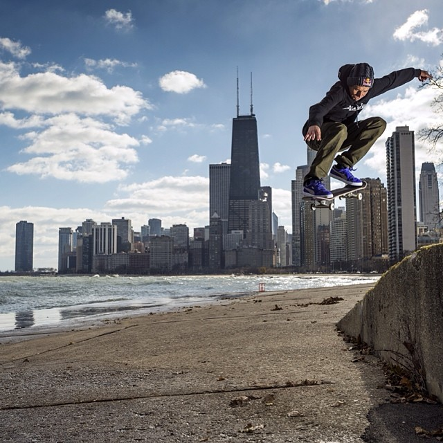 @joeybrezinski grabs some Chicago skyline. #RBDailyGrind Photo by Mike Blabac.