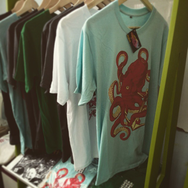 #miumtoys #stand #tshirts #kraken