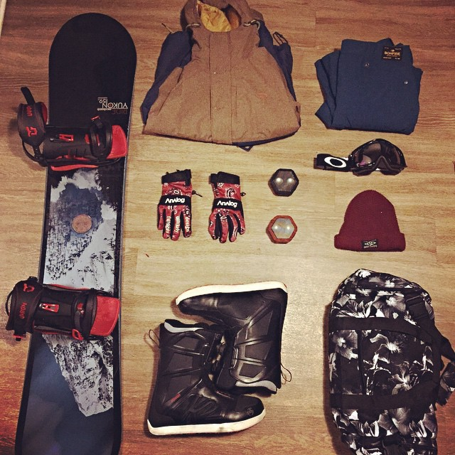 Packed up for our #teamskitrip #catchus #sugarbowl #squawvalley #tahoebound #oakley #analog #rideboards #huf #empyre #matixclothing #essentials #boombotix