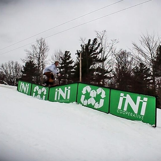 New kink set up just in time for the holidays. Feature @gunstockmtn . All we want for #Christmas is snow! #Jib @halloweezy