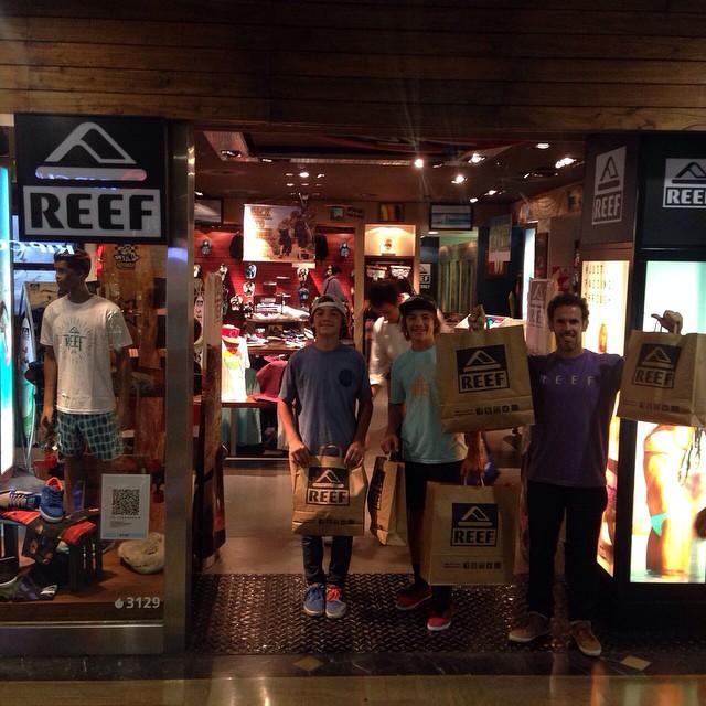 Los mellis Ulf y Kai con Cutun pasaron por los Reef Stores.  #stores #wake #sale #reefargentina