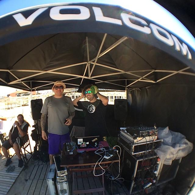 Musica por @djbuey y DJ FICO #TCT #LetTheKidsRideFree #volcomargentina #volcomsurf