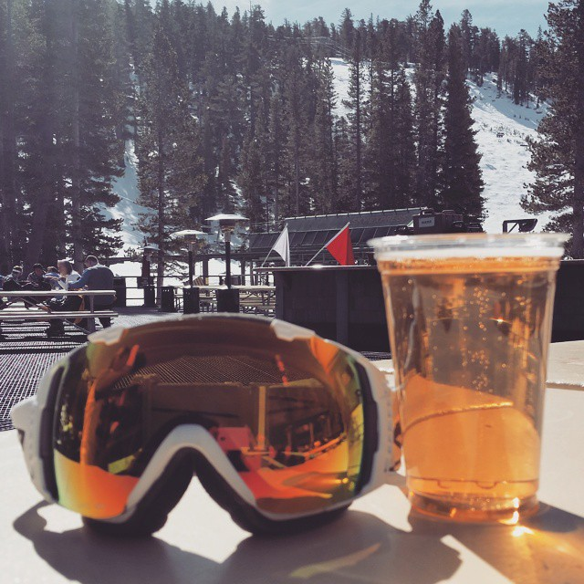 Another beautiful day on the #mountain @skiheavenly #smithgoggles #skydeck #tahoe #brews #snow #graniterocx