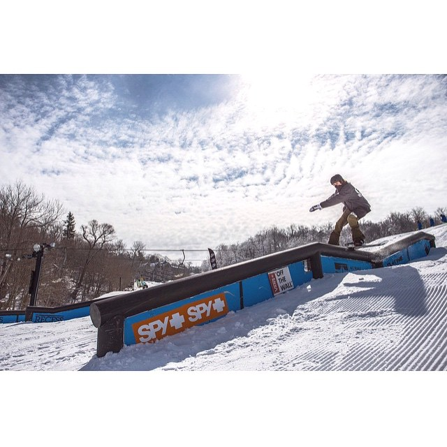 Go watch @_lukewinkelmann and the @recessnc crew on their monday grind at @beechmtn | video on snowboarder mag or our Facebook page | #stzlife #5506 #shrednc #happyshredding #snowboard #stayoutside