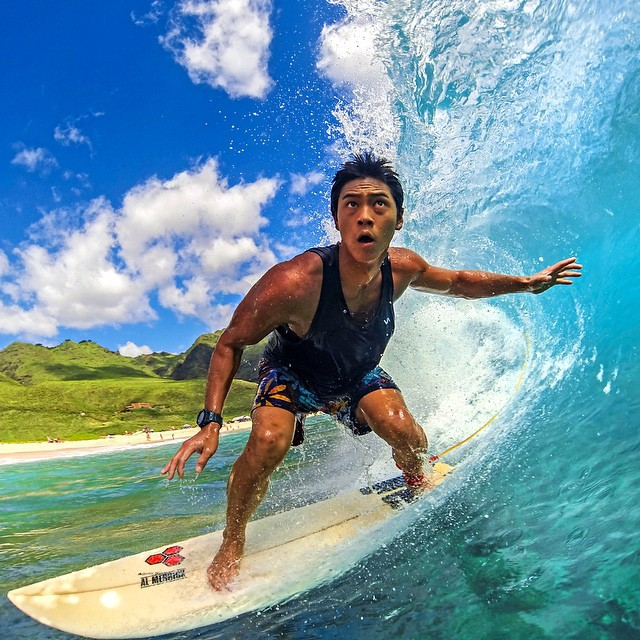@jahredmats focusing down the line. Photo: @cheetono #gopro #gopole #gopoleevo #surfing #hawaii