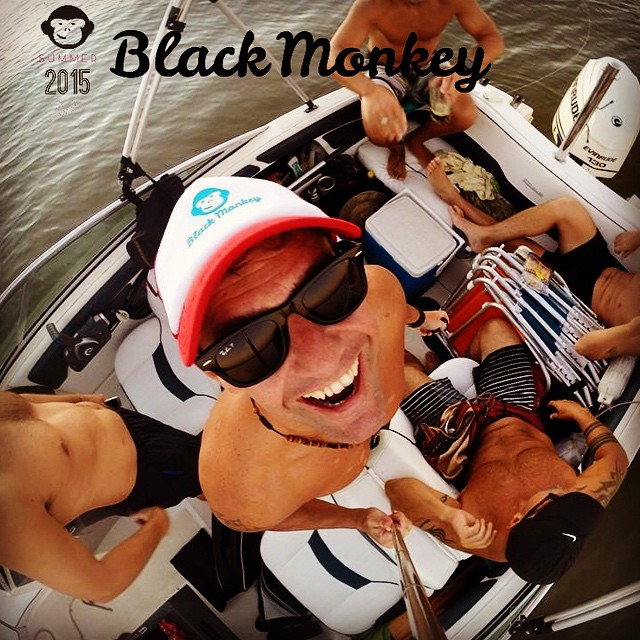 How we like to live! Enjoy the ride!! #blackmonkeystore #blackmonkey #alpargatas #calzado #enjoytheride #live #summer #cdelu #river #arroyonegro #friends #lol #laugh #cap #picoftheday #photooftheday #fashion #onda #colors