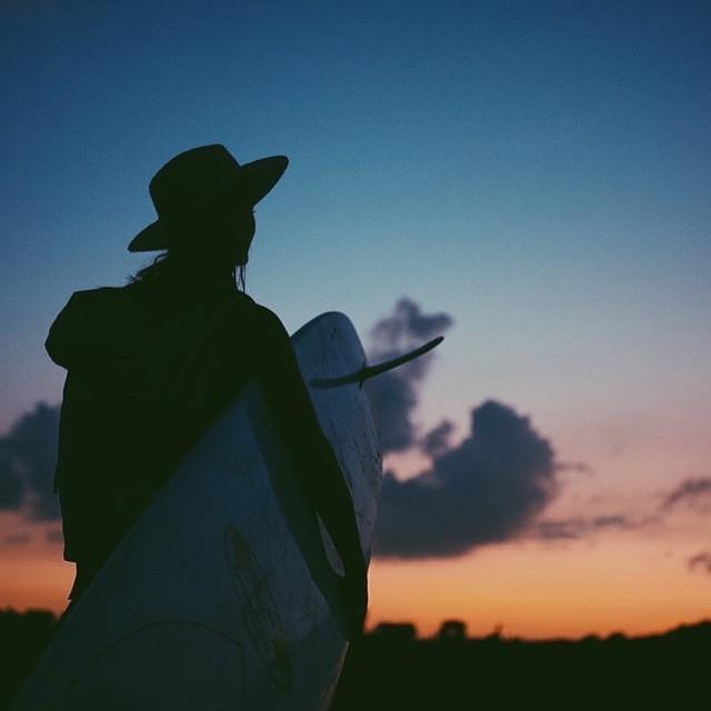 Gradient of the rising night, photo by @meg_haywoodsullivan