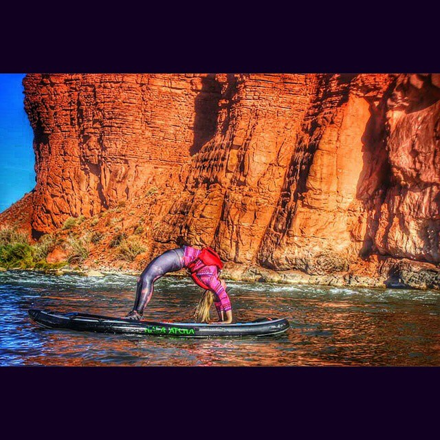 """Shine your light. Open your heart. Share your journey. When you are courageous you create a spark that ignites and inspires others to be brave!"" @marysusansyoga44 on the #HalaAtcha . #halagear #adventuredesigned #supeverydamnday #supyoga..."