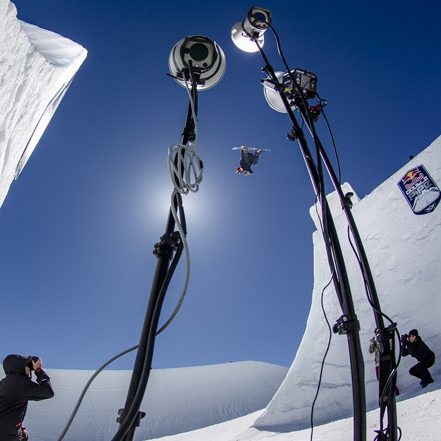 Say cheese! @ben_ferguson advances to the #DoublePipe Finals airing on Red Bull TV tomorrow. Click the link in our profile to keep in the know.