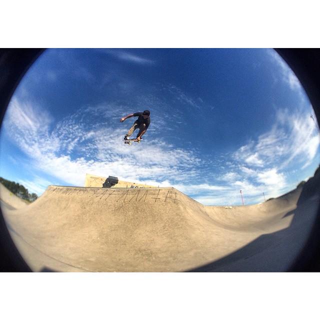 Sandro Moral en su hábitat @sandromoral somos #TrueToThis #Volcom #Skate
