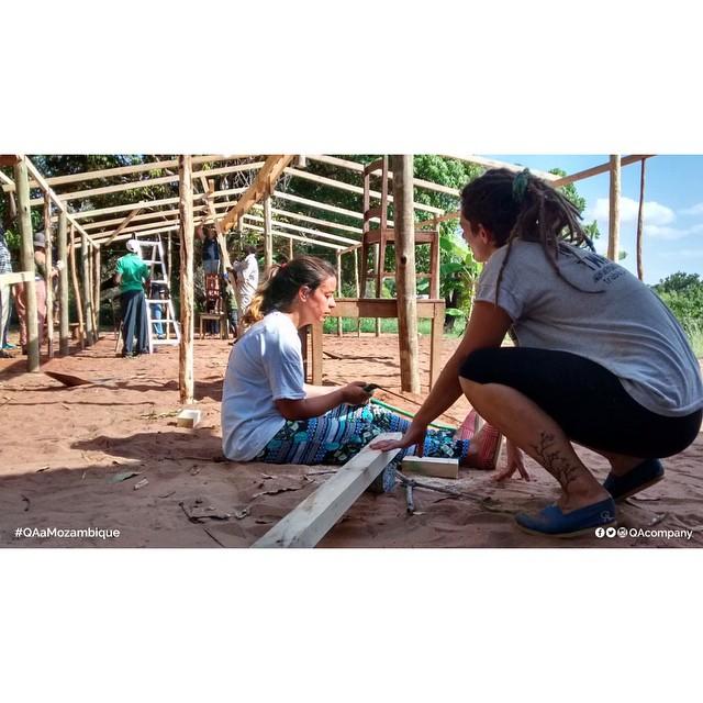 Aulas hoy, Educación mañana, Igualdad para siempre Gracias al trabajo conjunto de QA COMPANY y @amozambique chicos de África se ahorran 14 KM diarios para poder terminar la primaria. #QAaMozambique #QuienSabedeActitud www.QA.com.ar