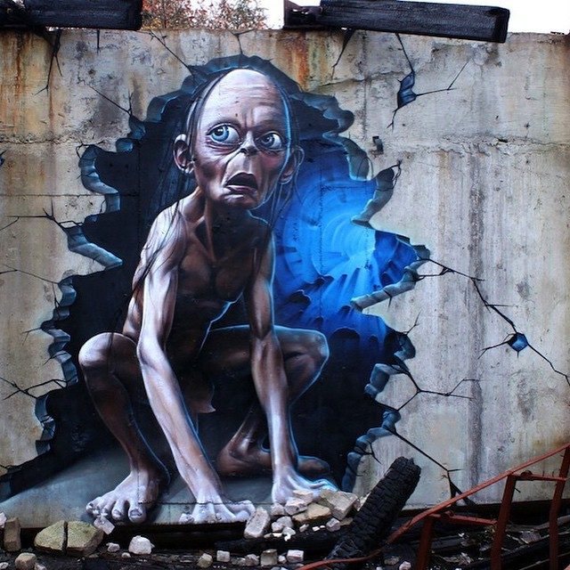 Amazing piece from @smugone #smiegel #gollum #lordoftherings #dope #mural #streetart