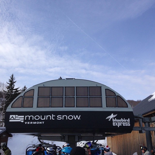 Check out the #mounsnowminute today! #bluebird #ilovermont #JustSendIt #mountsnow #skiing #snowboarding