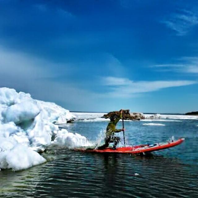Iceberg dismount! #halagear #halanass #adventuredesigned #iceberg #sup #theweeklyinsta #coldwater_sup  #standuppaddle #stand_up_paddle #paddleboard