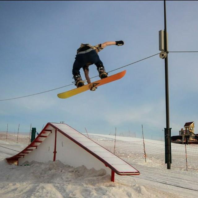 Team rider from #Minnesota @azizipflipsen❄️#ElmCreek #Snowboarding #FrostyHeadwear