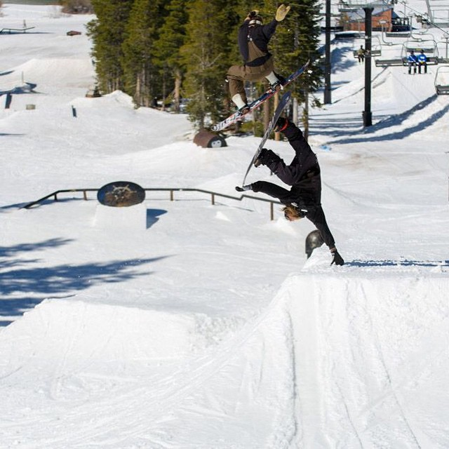 @matt_busedu  handplanting @borealmtn while @bear_e shifties over him. Shredding with your homies #sunshine and #progression is all going down at #Boreal since #day1 on the park scene! #forridersbyriders #handmadelaketahoe #Awesymetrical