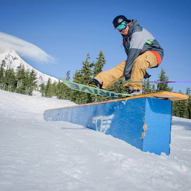 #snowboard @timmyjon92 #photo @zednemzap #mthood @timberlinelodge #jibber