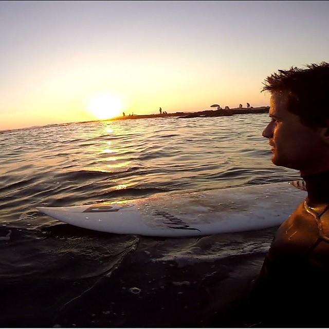 Fin de tarde en el pacifíco con @juanarca1  #soul #surfing #waves #chile #reefargentina
