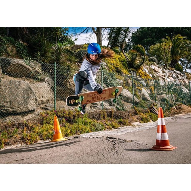 Repost from @mandarinwalls. @eiderwalls boneless like a boss. @martagdiaz photo.  #longboardgirlscrew #girlswhoshred #womensupportingwomen #mandarinwalls #eiderwalls #eiderparedes