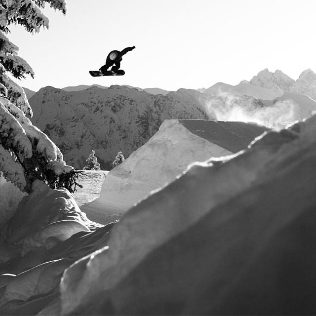 Issue 29 checking in feature. #hansmartinkudlinski #nicovonlerchenfeld #fellhorn #germany #snowboarding #steezmagazine