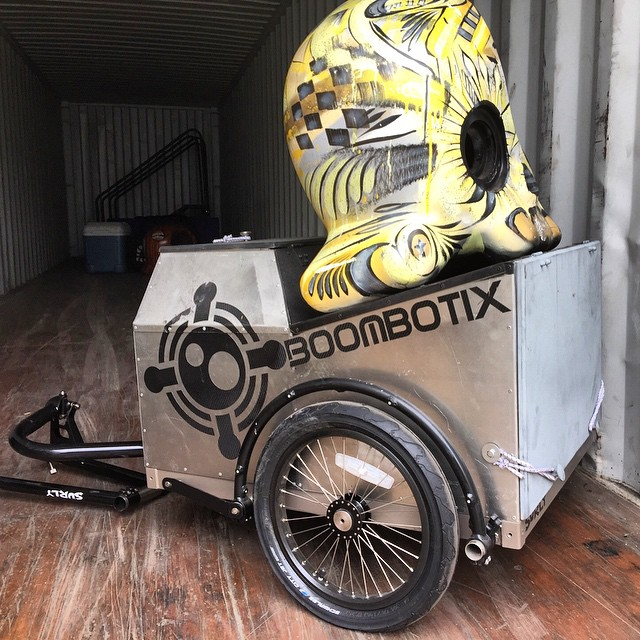 Custom Painted Boombot Jumbo for sale with a new surly trailer. Bids start at $0.01. Get more details from the link in our bio. #bikeparty #biketrailer #musiconthego #biketaxi #soundbike
