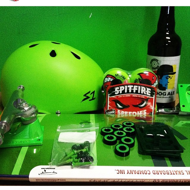 Happy st party's day !!! #greenisthetheme #stpattys #skateboarding
