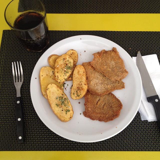 Hoy en almorzando con Francho: Milanesas y ricas papas de la huerta acompañadas de una lluvia de sabores en forma de especias de estación.