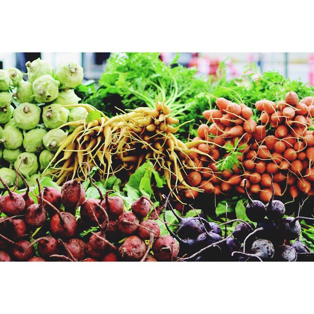 """In preparation for Spring, clean out your fridge and eliminate all comforts (cookies, crackers, pastas) from your cupboards. Visit the farmer's market and stock up on fresh seasonal produce that you love!"" - @rossdanti #SpringPrep #fittips"