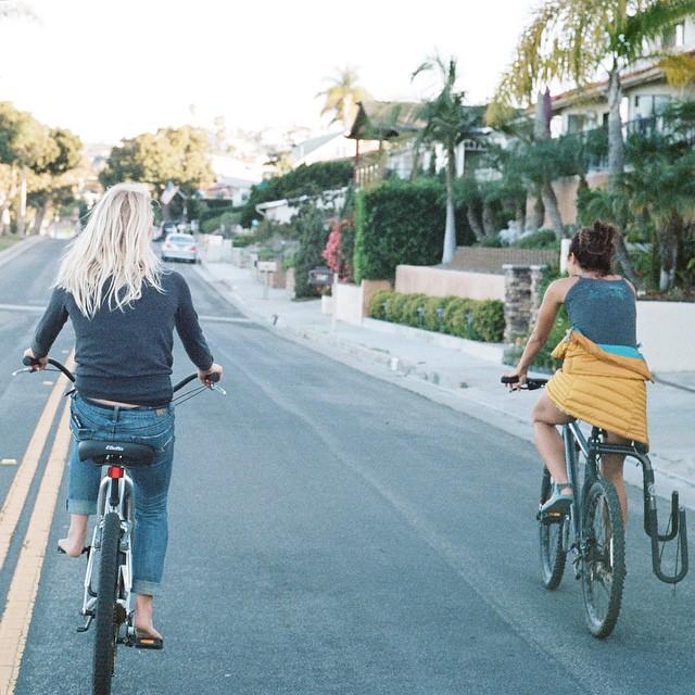 San Clemente's toughest bike gang @amandapowellskate @meg_haywoodsullivan #35mm #rideorwalk