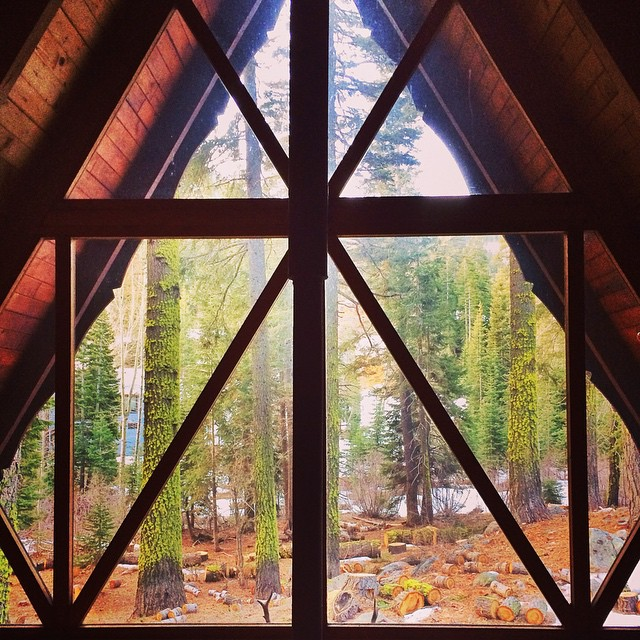 Tag someone you'd like to spend the weekend with in this A frame #cabinvibes #gorumpl