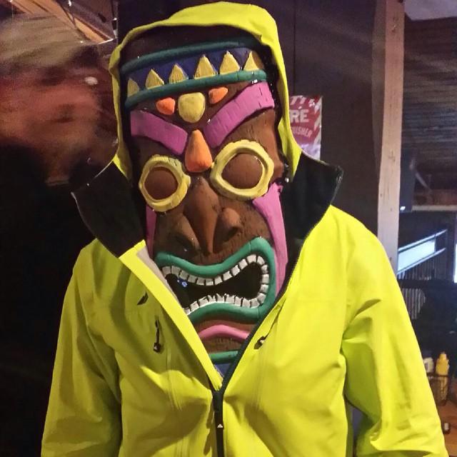 #mountsnow #beachparty #JustSendIt @strafeouterwear @drausch1976 @zayjmad191 @hollymkey @kateemcneil @mountsnow #cuzzins #brucejacques #iloveapres #happyhour #strafe #sendit @valleybikeandskiwerks