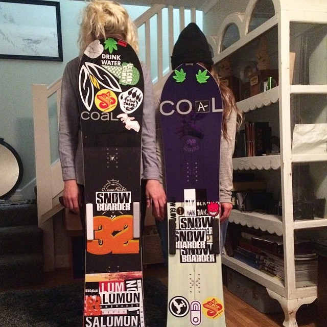 Can you guess who these two boarder chicks with Coal stickers are? One has a part in the upcoming @think_thank movie and both won their categories in the #dirksenderby this season.