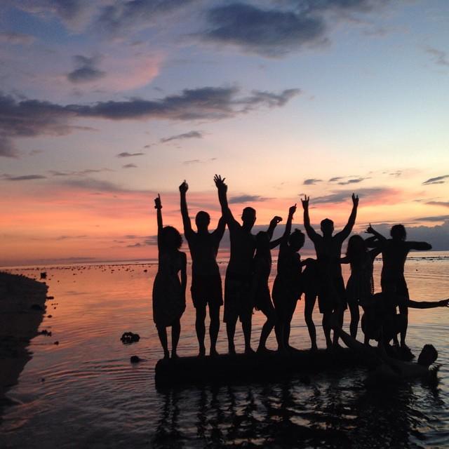 Good times w/ good friends @lepiratebeachclub #sunsetsundaze #lepiratebeachclub #lepirate #indolife #goodhumancrew #soleswithsoul