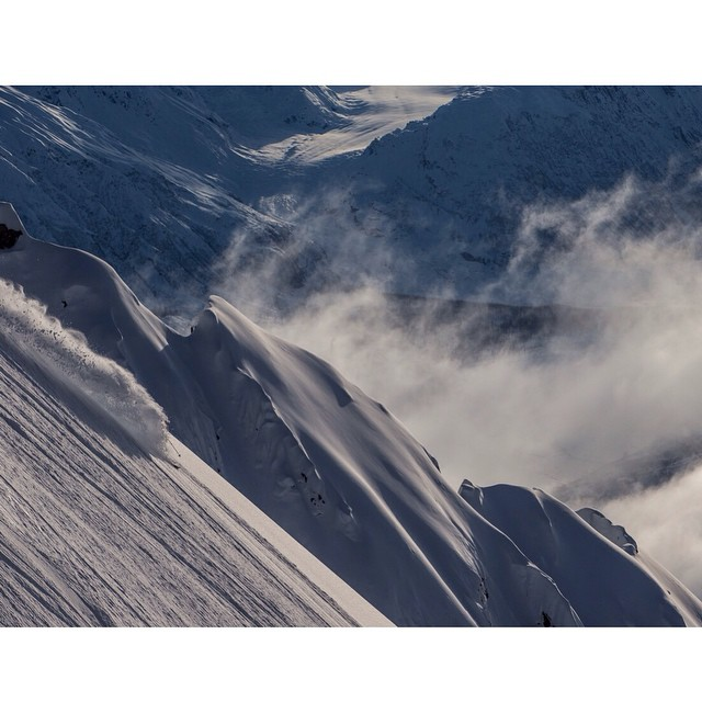 DPS' @michael.barney visiting blowertown on AK Spines while guiding @sammocohen, @thepowdahound, and @tannerhall420 @seabaheli. Photo: @willwiss. #skiing #powder #Alaska